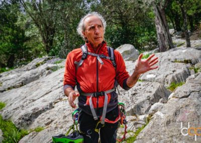 Sardinien Mare e Monti Tag 6 vor Höhle Rutta Niedda mit Guide Franco ©Neumeister Media